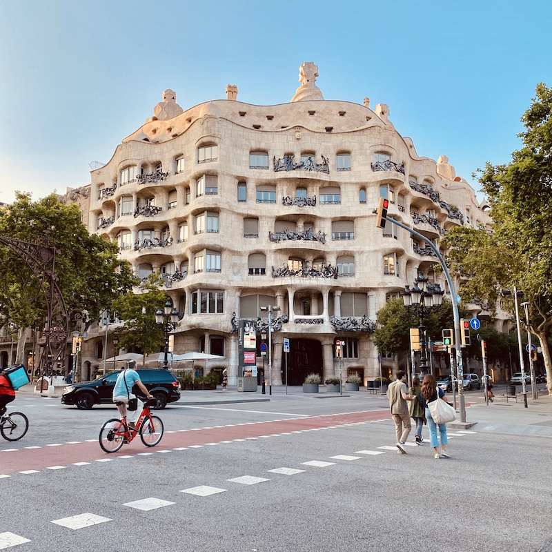 barcelona-gaudi-tour-casa-mila-crossing