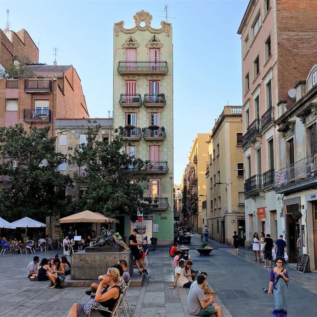 barcelona-gaudi-tour-gracia-neighbourhood