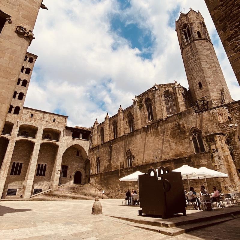 Barcelona-gothic-quarter-tour-placa-del-rei
