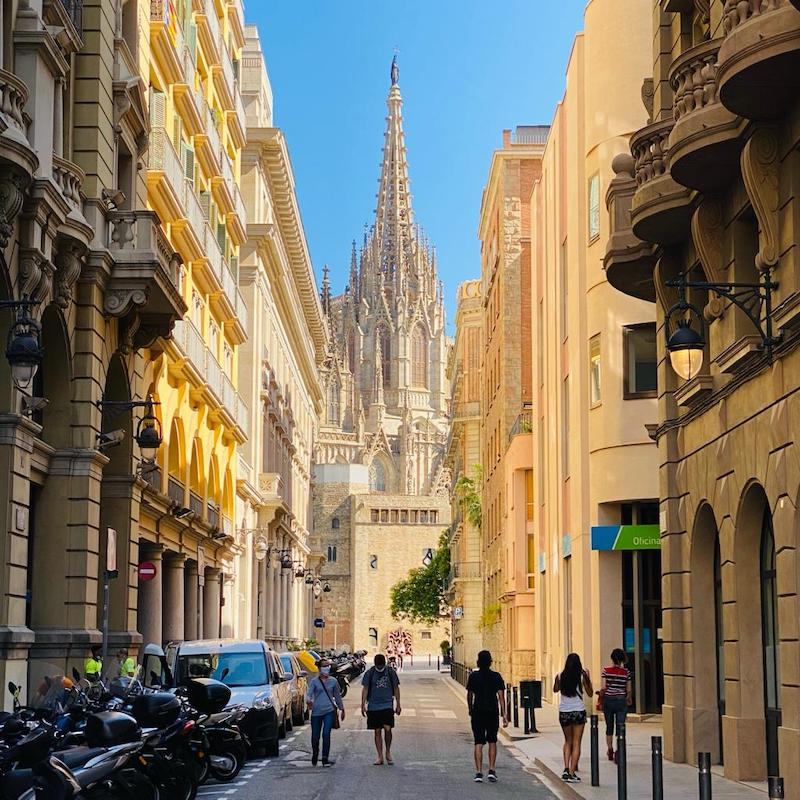 barcelona-gothic-quarter-tour-cathedral-perspective