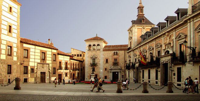 plaza-de-la-villa-madrid