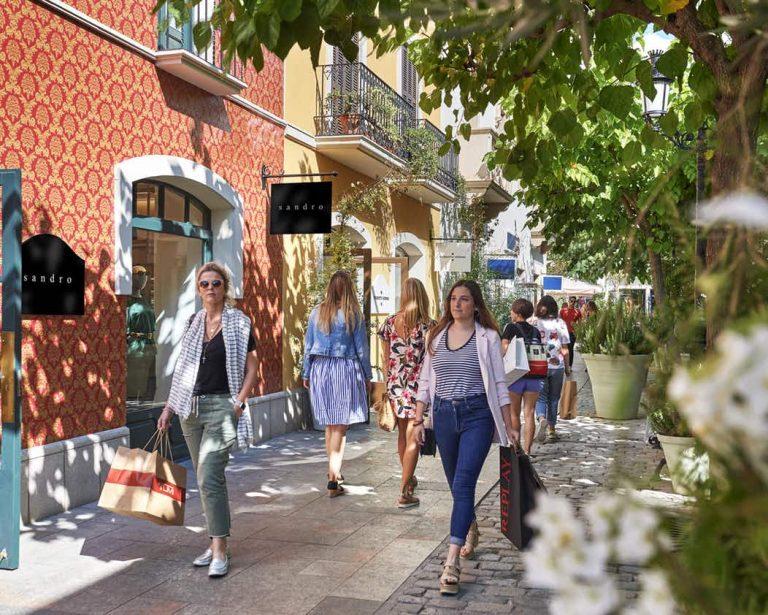 Roca Village Shopping Outlet