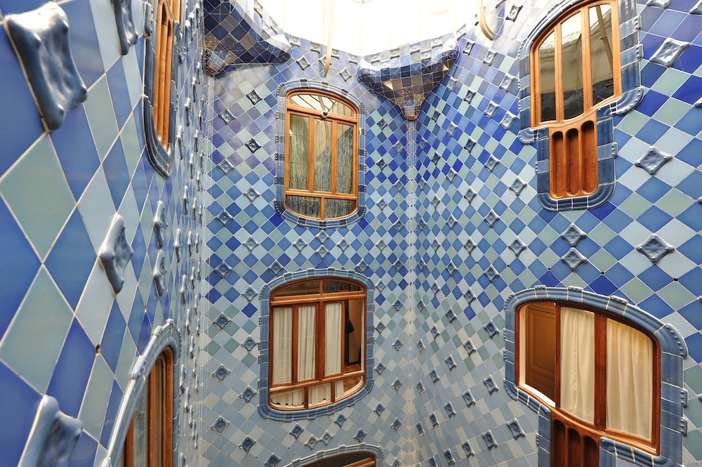 barcelona-gaudi-tour-casa-batllo-inside