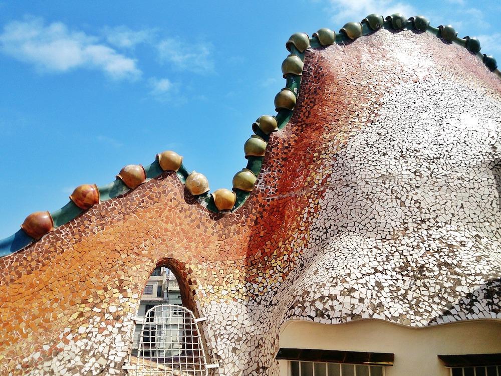 barcelona-gaudi-tour-casa-batllo-rooftop