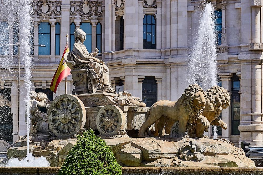 art-walk-and-prado-museum-tour-cibeles-fountain