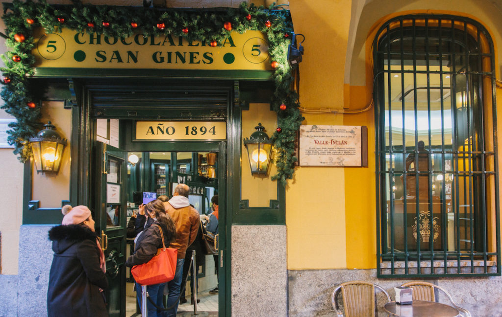 Chocolateria San Gines to eat churros con chocolate in Madrid