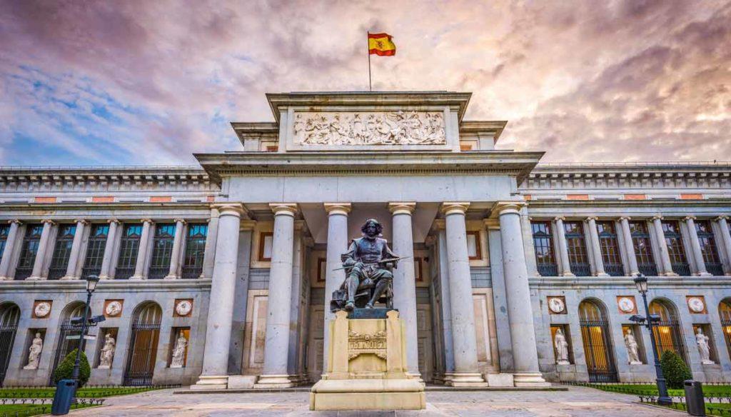 art-walk-prado-museum-tour-velazquez-statue
