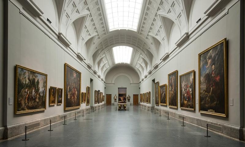 art-walk-prado-museum-tour-corridor