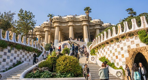 visit-park-guell-stairway