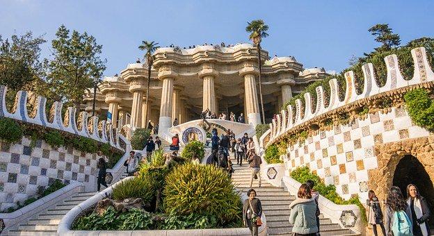グエル公園の柱と階段
