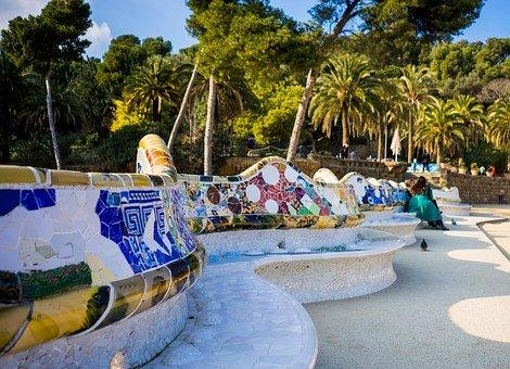 ガウディが作ったグエル公園のベンチ
