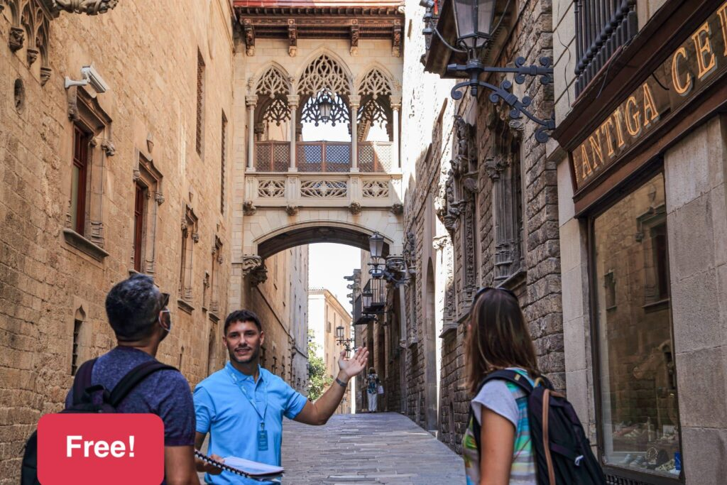 barcelona-free-tour-by-tiqets-leader
