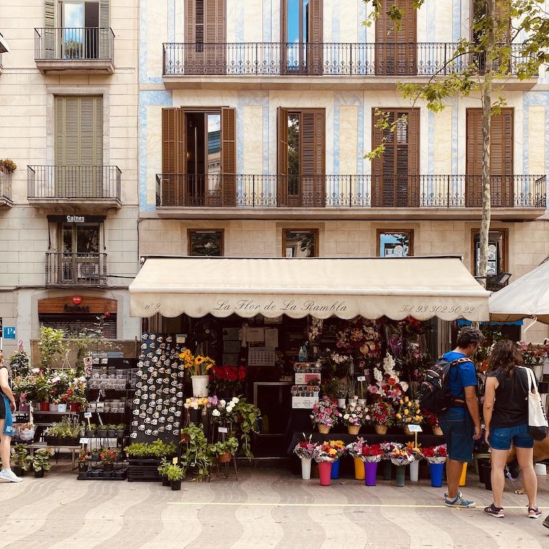 free-barcelona-walking-tour-tiqets-rambla
